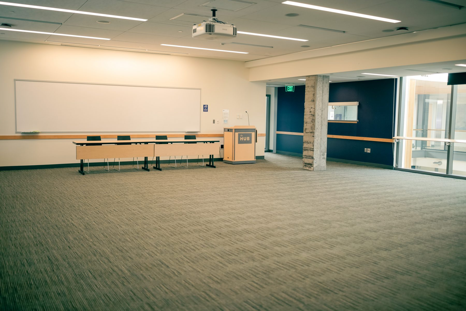2 Head tables and a meeting room lectern are included in the standard set