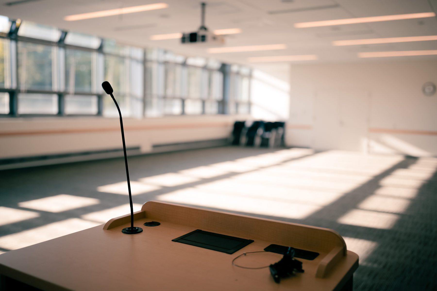 All meeting room lecterns include a lectern mic