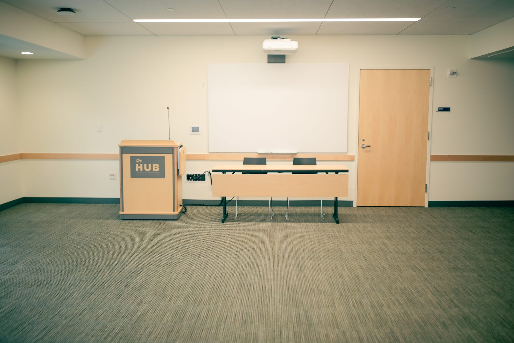 1 Head table and a meeting room lectern are included in the standard set