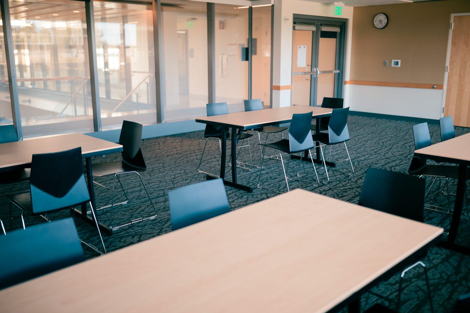 Seminar set, 1 - 6' table can seat 5 people