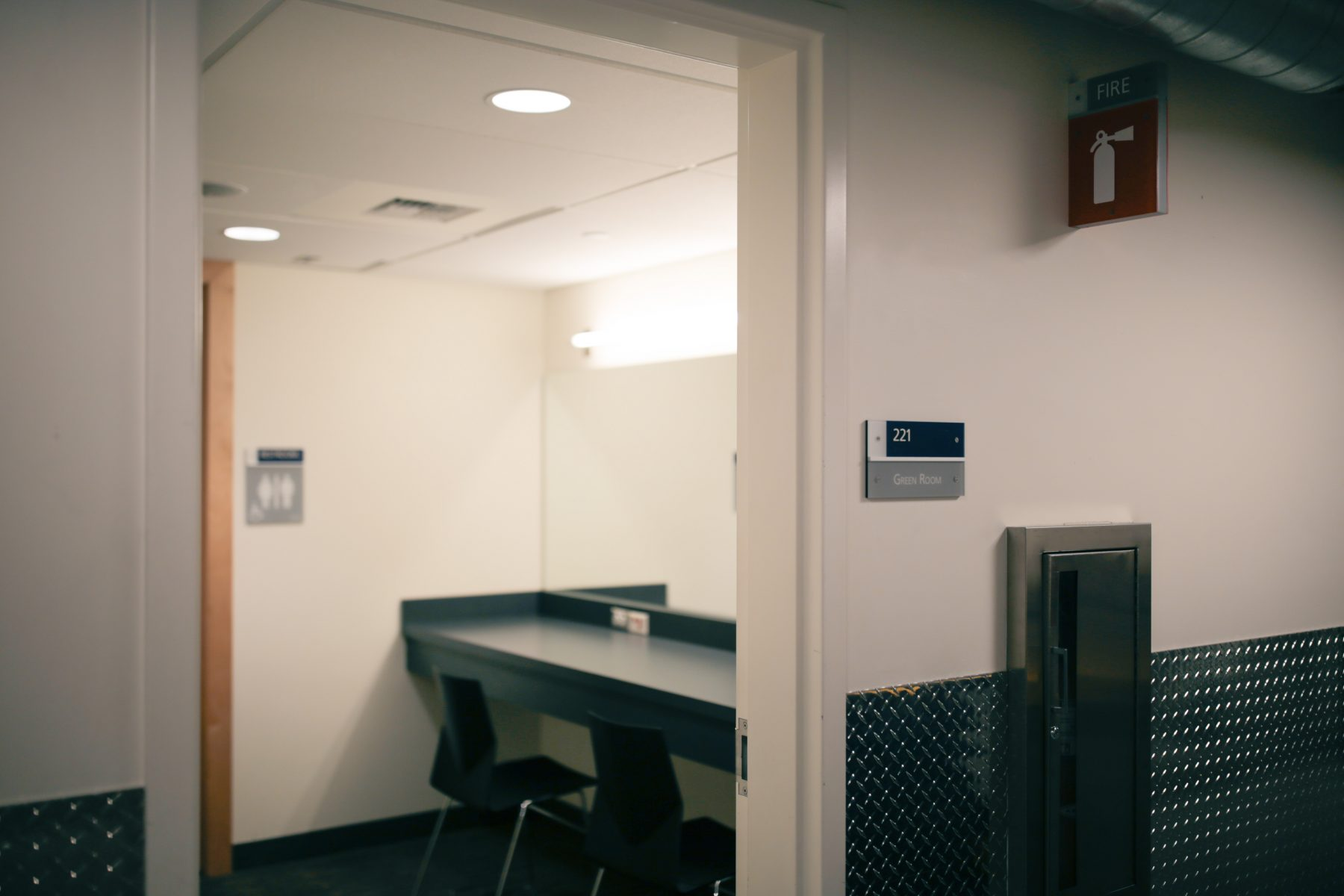 One green room with a private bathroom is included with North and South Ballroom rentals.